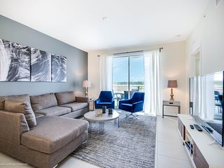 Lovely New 2BR 2bth Storey Lake Condo