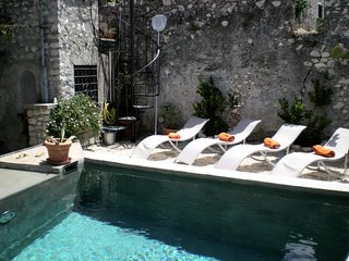 Sermoneta, Historic Stone House with Pool, in a Medieval Hill Town  Close to Rom