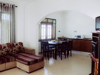 Calm Villa( Calm Garden 2 bed apartment)