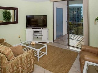 Living room with HD/3D TV, seating for 4