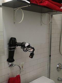 Upstairs bathroom detail
