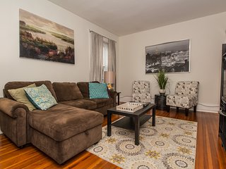 Boston Vacation,sunny,spacious,steps to MBTA,Longwood Medical,sleeps 4