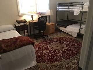 Quiet cozy private room in N Arlington-6 min to DC