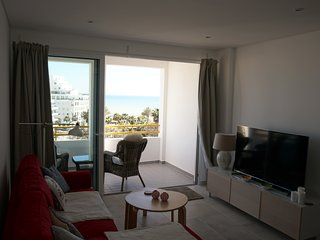 MODERN 1 BEDROOM WITH SEA VIEW SLEEPS 4