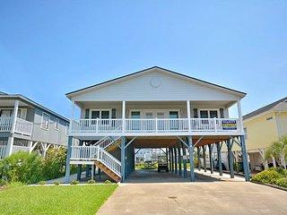 N Myrtle Beach Home on Channel - Walk to Beach!