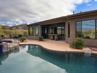 Dove Mountain Escape -  Luxury, Private Heated Saltwater Pool, Near Golf, VIEWS!