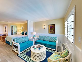122SB; 1BR Efficiency, 1 Queen 1 Sleeper Sofa, Full Kitchen, 1 Block to Beach