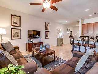 Gorgeous & classic 4BD/3.5BA town-home with private splash pool!!