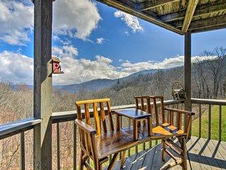 Seven Devils Villa w/ Deck & Grandfather Mtn Views