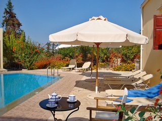 Heliopetra independant studios -village close to beaches -sharing a large pool