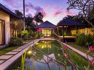 #B6 Petitenget and Oberoi 10 mins walk Villa with pool