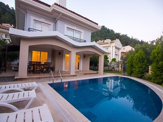 VİLLA BULENT WITH PRIVATE POOL IN ICMELER