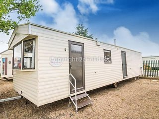 6 Berth Caravan in Seawick Holiday Park. Clacton-on-Sea. Ref: 27020