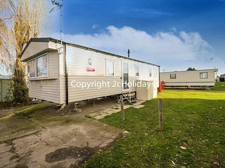 8 Berth Caravan in Seawick Holiday Park. Clacton-on-Sea. Ref: 27050