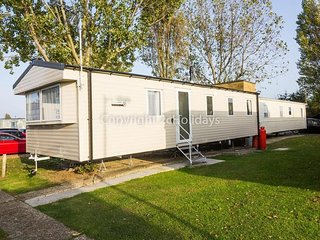 8 Berth Caravan in Seawick Holiday Park. Clacton-on-Sea. Ref: 27156
