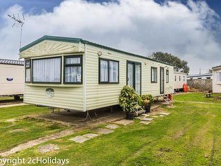 6 Berth Caravan in Seawick Holiday Park. Clacton-on-Sea. Ref: 27613