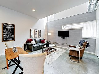 Brand-New 1BR w/ Luxury Finishes & Rooftop Deck - 1 Mile to Downtown