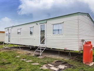 10 berth caravan at St Osyth Holiday Park. In Clacton-on-Sea. REF 28145 GC