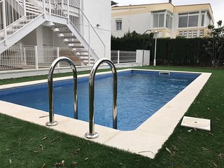 Planta baja reformada con piscina, a/c, WIFI, pocos metros de playa
