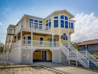 Going Coastal: 6 BR / 5 BA six bedroom house in Kitty Hawk, Sleeps 14