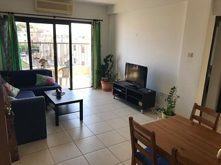 2 bedroom apartment with walking distance to the beach