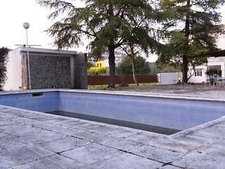 Rural house with pool next to the city / Chalet rural con encanto, piscina, WIFI