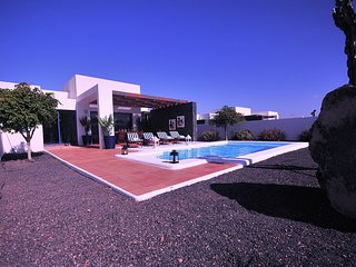 Villa Bellavista B5 with private heated pool, wifi, air conditioner, etc ...