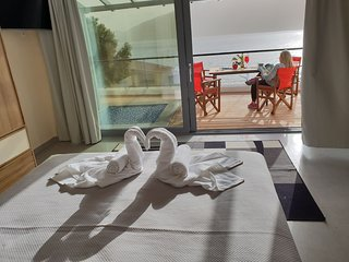 Villa Vass Sapphire Beachfront Ensuite Bedroom 1 with Pool