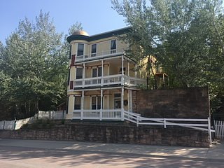 "Historic, ""Burdette House""-Vacation Rental"