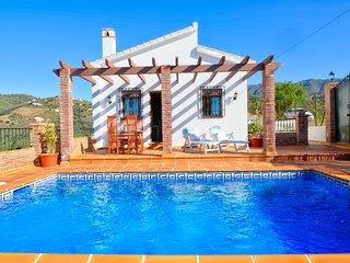 Villa con vistas a la colina y piscina! Ref.240007