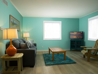 Vacation Colorfully / 2B / Sleep 6 / Great Location / Walking to Attractions