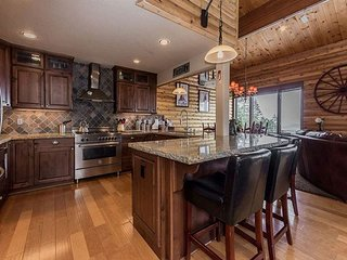 Pet-Friendly, 4 Bedroom + Loft/4 Bathroom, Ski-in, Ski-out