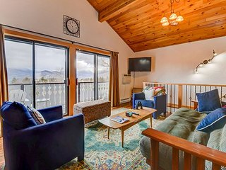 Updated Condo w/ Views to Mt Washington. Near Skiing, Restaurants & Shopping!