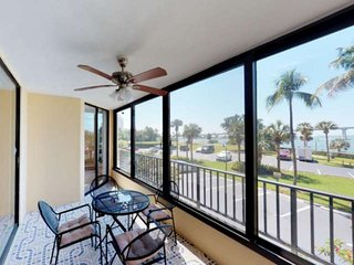 Stunning, Updated Punta Rassa Condo, Gorgeous Views, Minutes from Sanibel, Free