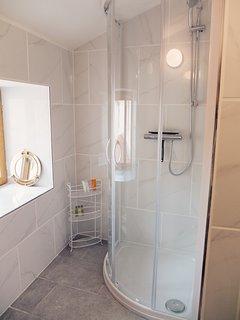 Magnolia - 1st floor family shower room