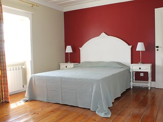 Quinta do Outeiro-Coimbra, B&B  family room, 2 bedrooms and private bathroom
