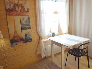 Fully equipped flat, 2 bedrooms, FREE car parking.
