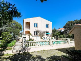 3 bedroom Villa in Saint-Aygulf, Provence-Alpes-Cote d'Azur, France : ref 533502