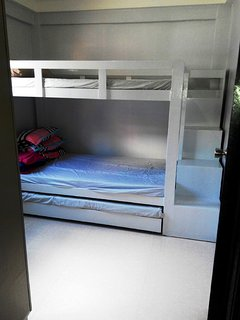 Room 1 Bunk bed with pull-out
