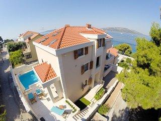 5 bedroom Villa in Okrug Donji, Splitsko-Dalmatinska Zupanija, Croatia : ref 508