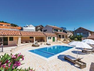 6 bedroom Villa in Dubrava, Sibensko-Kninska Zupanija, Croatia : ref 5551787