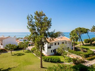 Vale do Lobo Villa Sleeps 4 with Air Con and WiFi - 5480075