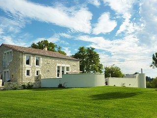 4 bedroom Villa in Bordeaux, Nouvelle-Aquitaine, France : ref 5456707