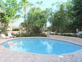 EXCLUSIVE PRIVATE BEACH 4 bedroom 5 bath, Private Heated Pool for 14 guests