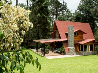 Valle de bravo family retreat cabin surrounded by nature
