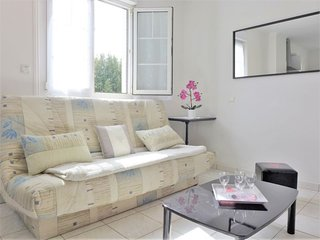 2 bedroom Apartment in Saint-Jean-de-Luz, Nouvelle-Aquitaine, France : ref 53438