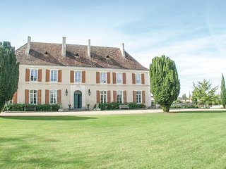 6 bedroom Villa in La Chapelle-Grésignac, Nouvelle-Aquitaine, France : ref 55503