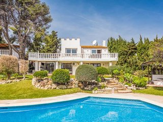 5 bedroom Villa with Air Con, WiFi and Walk to Beach & Shops - 5334303