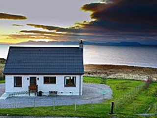 Raasay HolidayCottage - For whale seal & watching, walking & Northern lights