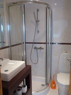 2 en-suite shower rooms first floor
